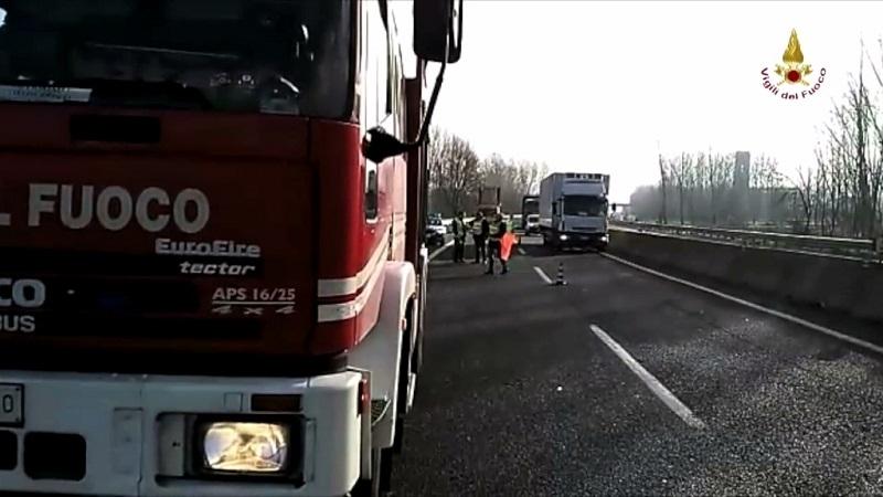 Lucca, incidente sulla Firenze Mare: auto si ribalta