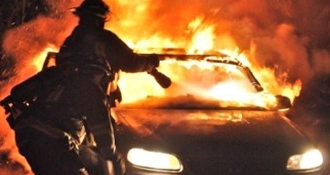 Firenze: bruciata nella notte a Grassina Land Rover dei carabinieri in congedo