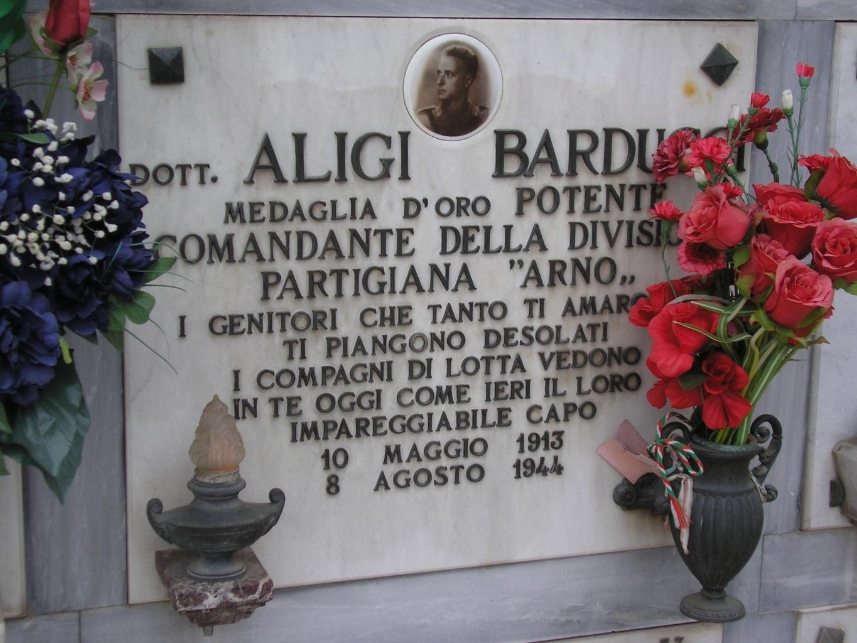 Danneggiate le tombe di due partigiani nel cimitero di Soffiano