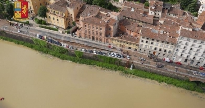 Firenze, Lungarno Torrigiani riapre (ma senza ciclabile)