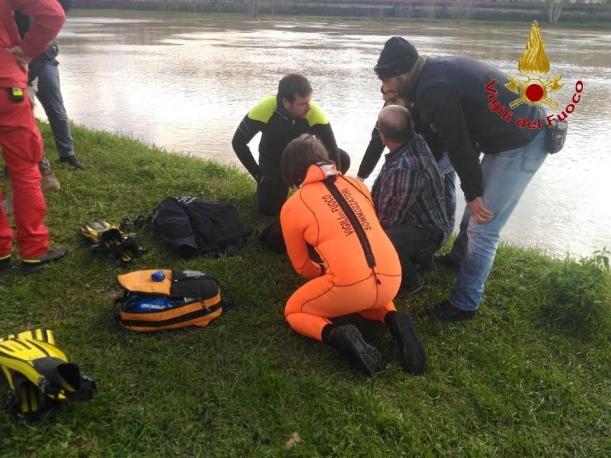 Ragazza di 19 anni salvata in Arno