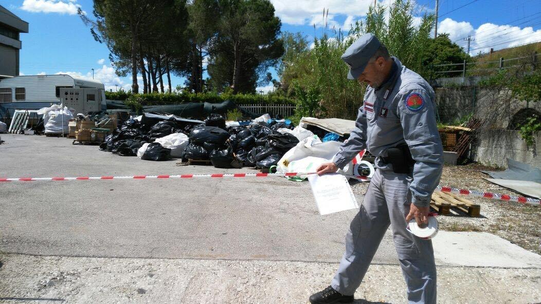 Calenzano, rifiuti tossici a cielo aperto: area sotto sequestro