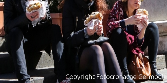 Firenze, il sindaco contro i bivacchi: