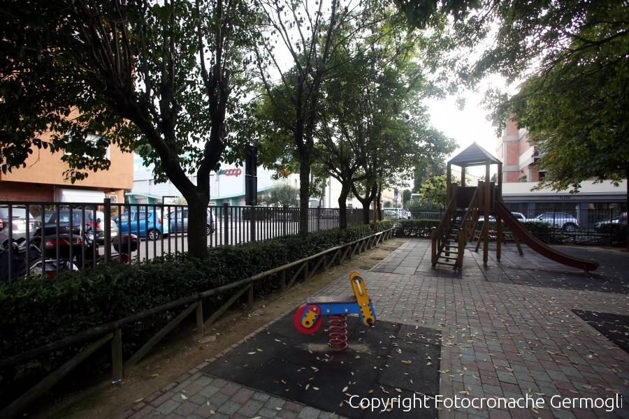 Firenze, atti osceni in un'area giochi davanti ai bambini. Arrestato 50enne