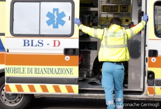 Firenze, furgone piomba in una gelateria: travolti 3 bambini e una donna