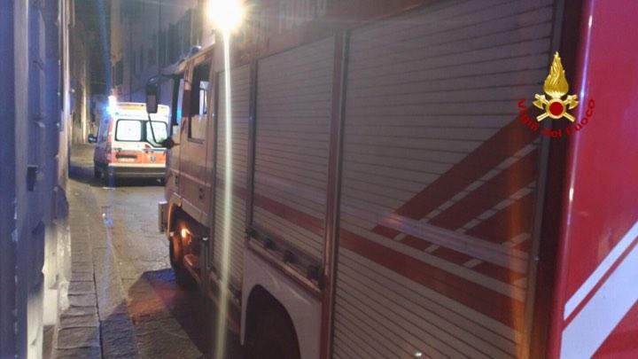Ragazza cade nella corte interna di un hotel, trasportata in ospedale