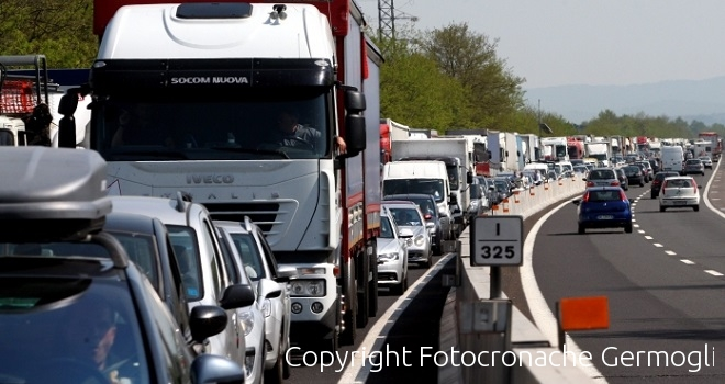 Code su AutoSole ad Impruneta per lavori su Firenze-Siena