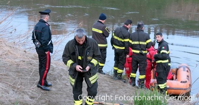 Cade 19enne in Arno dal ponte Vespucci, ricerche in corso