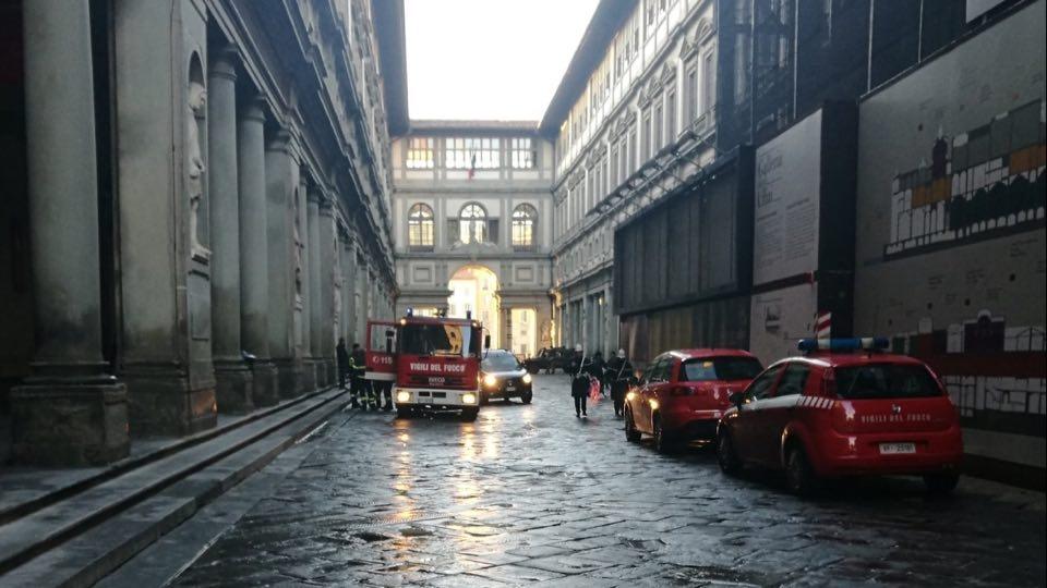Fulmine colpisce gli Uffizi: fumo dal sottotetto