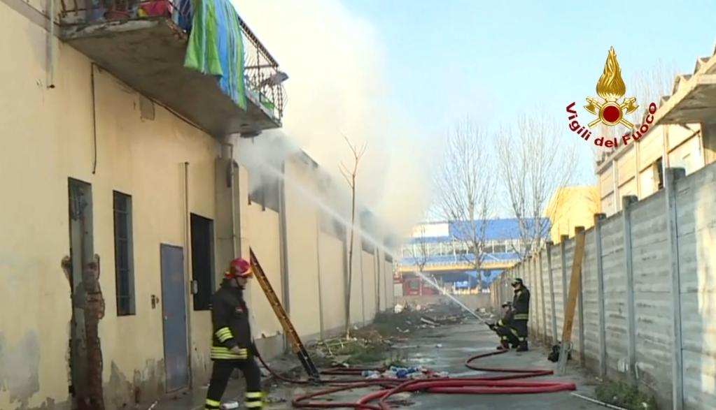 Sesto Fiorentino, muore nell'incendio di un capannone