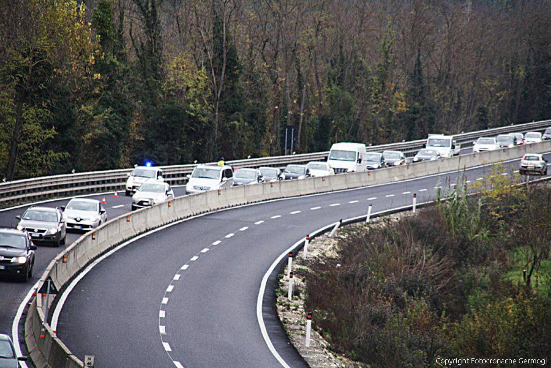 Incidente choc in circonvallazione: morto 32enne in scooter
