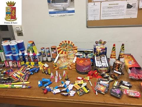 Botti illegali per Capodanno: sequestrati 52 kg di fuochi d'artificio proibiti FOTO