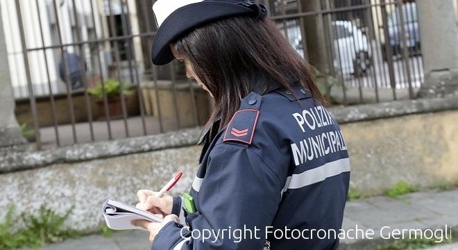 Firenze, prende 177 multe con l'auto del nonno