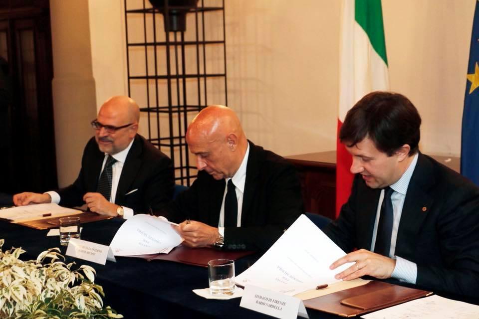 Firenze, Nardella firma il 'Patto per Firenze sicura': arrivano nuovi agenti
