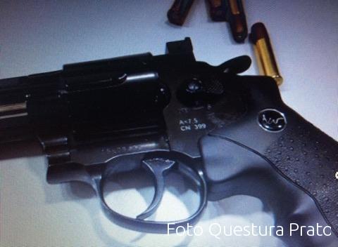 Punta pistola contro una Infermiera in PS: arrestato pregiudicato