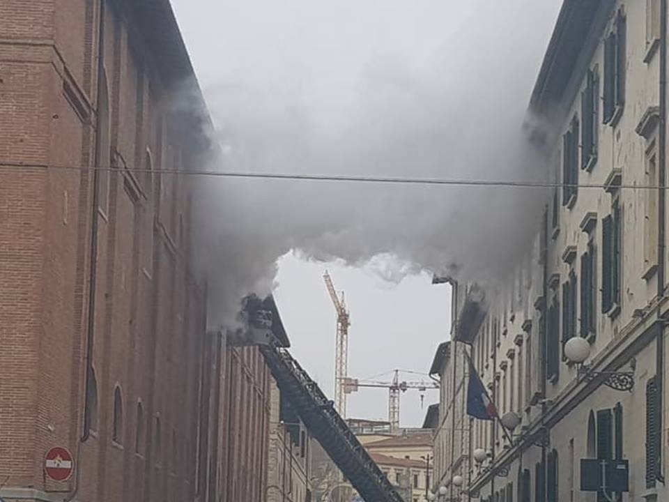 Poliziotto morto in incendio caserma