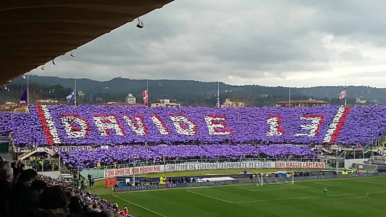 Fiorentina al Franchi è la prima senza Astori stadio gremito e applausi. La coreografia della FiesoleCronaca 11/03/2018     Al minuto 13 la coreografia