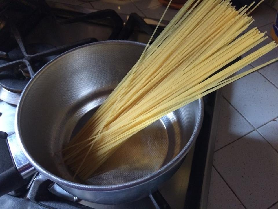 Firenze, studentesse Usa cuociono la pasta senz'acqua e incendiano la cucina…