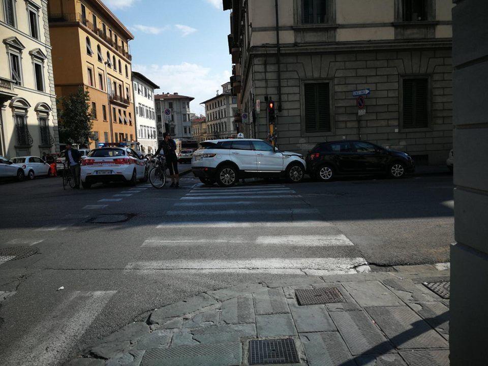 Firenze, incidente tra via Poliziano e via Lorenzo il ...