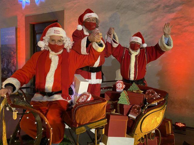 Babbi Natale.Al Mercato Centrale Arriva La Compagnia Di Babbo Natale Doni A Grandi E Bambini