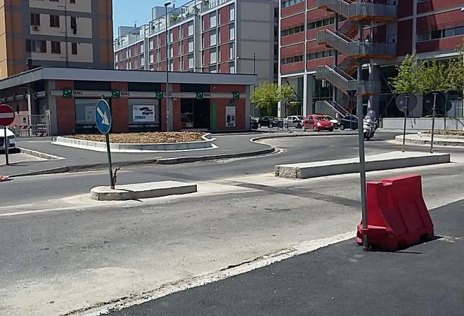 Panchina Rotonda : Scandicci e i lavori in centro: la panchina della discordia foto