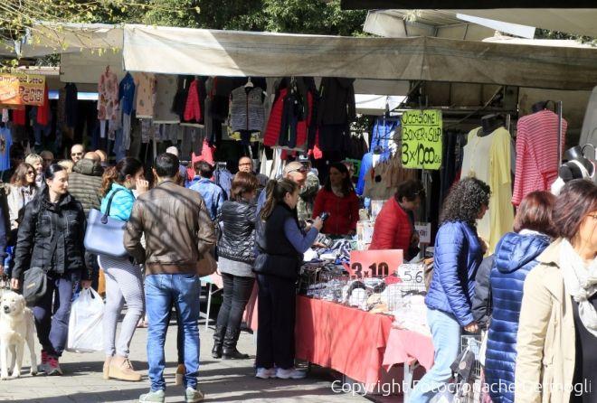 Prato novanta banchi per il mercato straordinario for Mercato prato