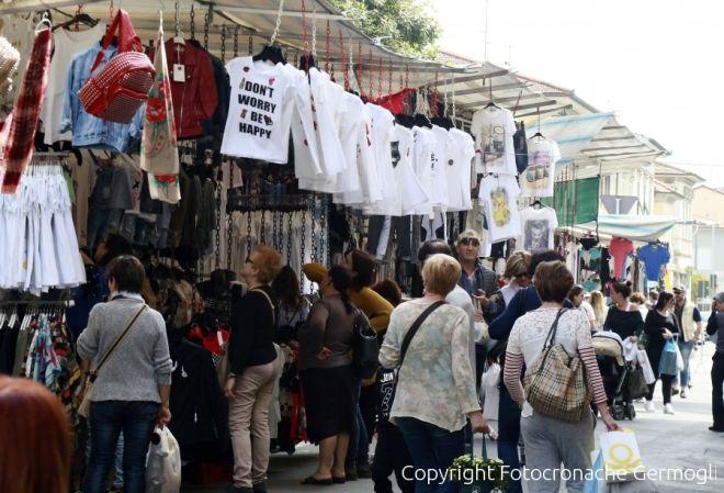 Prato mercato straordinario in via matteotti 055firenze for Mercato prato